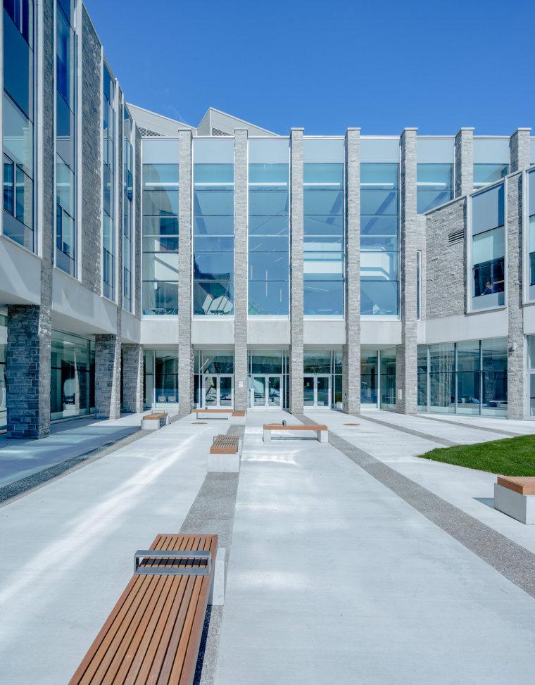 西安大略大学护理学院与信息媒体研究院教学楼-3