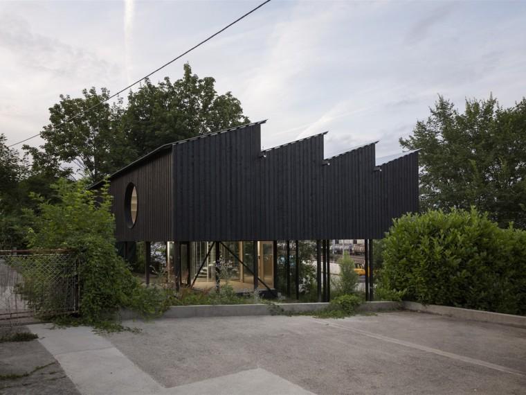 瑞士漂浮的木结构住宅
