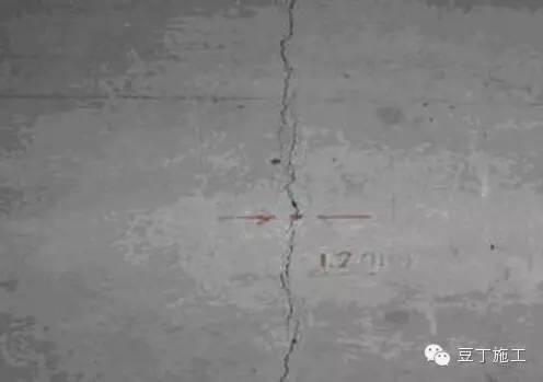 什么原因会导致混凝土地面产生裂纹?如何处理?
