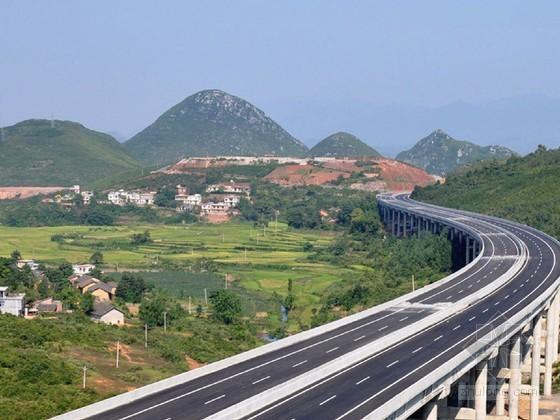 高速公路路基与路面设计地形图
