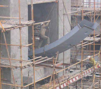 共享大厅高空重型钢结构吊装技术