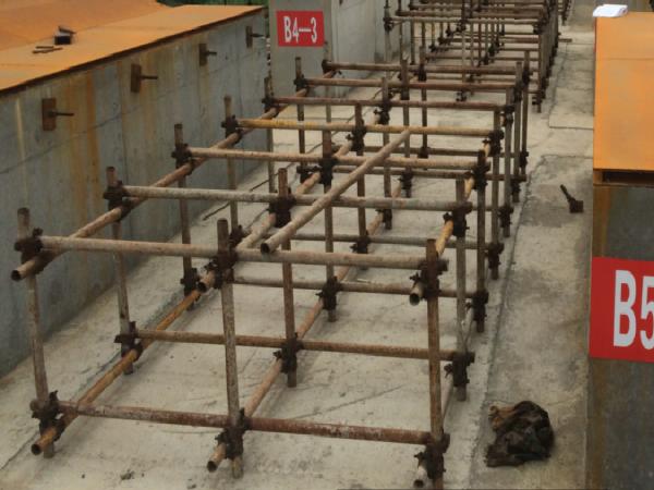 组合梁桥预制桥面板首件施工方案