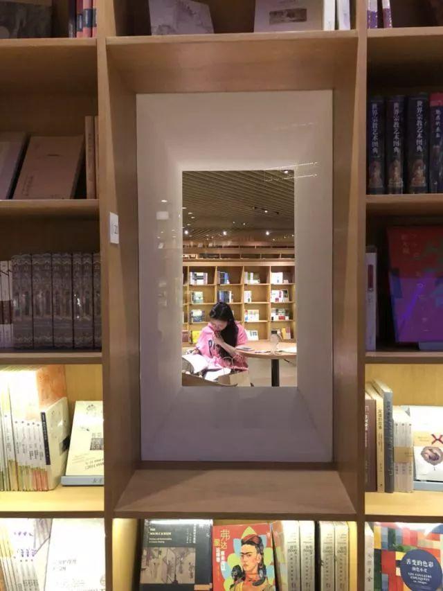 从半路出家到建筑大师,安藤忠雄设计的书店让你不想回家_13