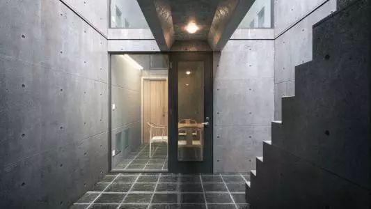 从半路出家到建筑大师,安藤忠雄设计的书店让你不想回家_31