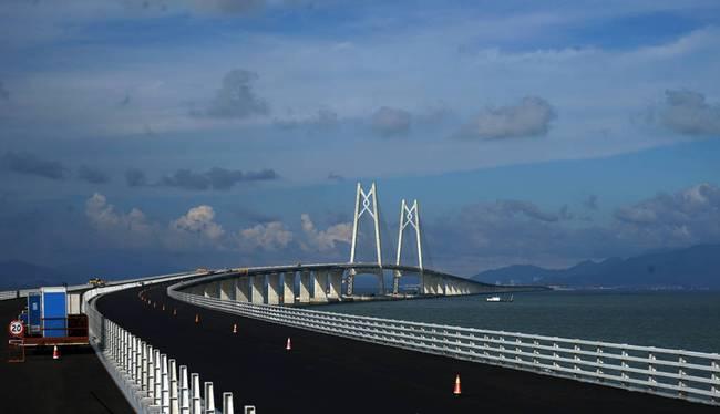 2017年6月8日,世界上最长的跨海大桥-港珠澳大桥全线贯通在即。图片来源:视觉中国