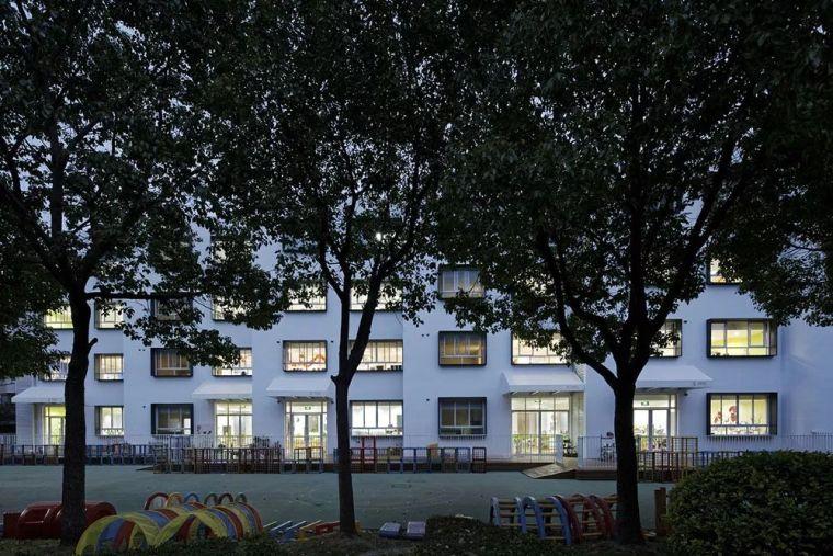 动线的重新组织使得这所幼儿园重新焕发活力