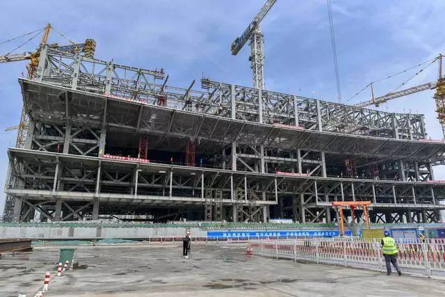 西安丝路国际会议中心钢结构工程封顶 90天完成7个埃菲尔铁塔