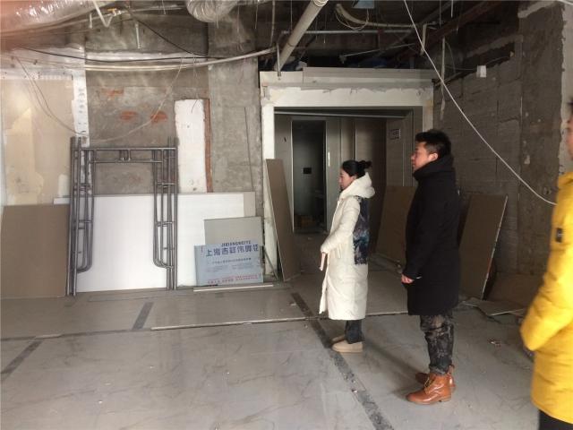 汇报前我司总监刘斌先生勘察现场11.JPG