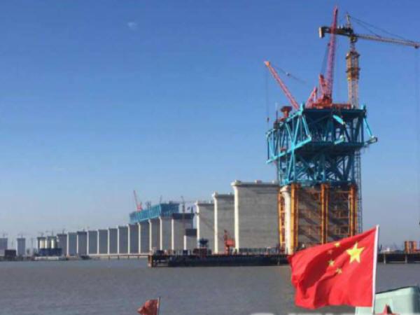 沪通长江大桥开始钢桁梁双悬臂拼装