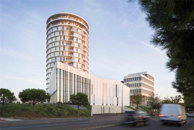 谢尔河畔的LeGalion综合建筑—光线变幻而轻盈云圆形灯塔