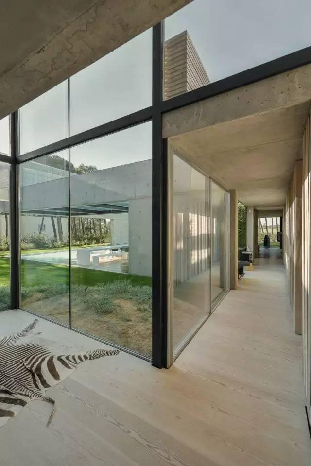 把屋顶设计成空中泳池,只有鬼才,才敢如此设计!_20