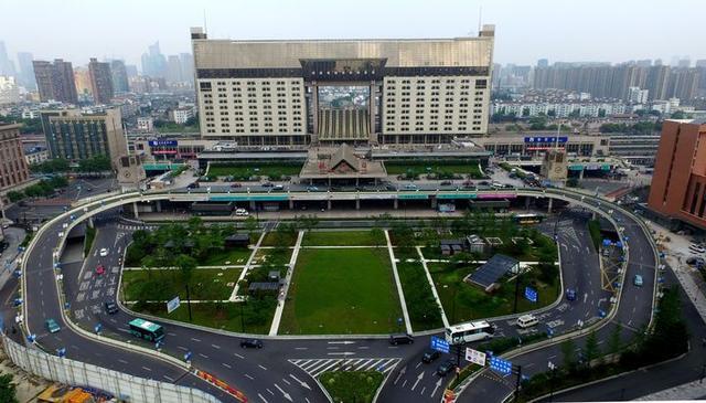 变靓了!杭州城站广场中央立体景观落成