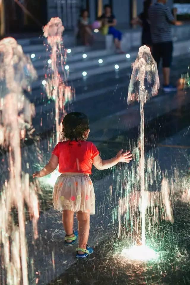 一个单词产生的设计灵感,结果火了北京的商业广场~_51