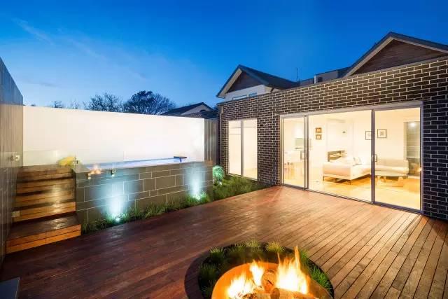 赶紧收藏!21个最美现代风格庭院设计案例_6