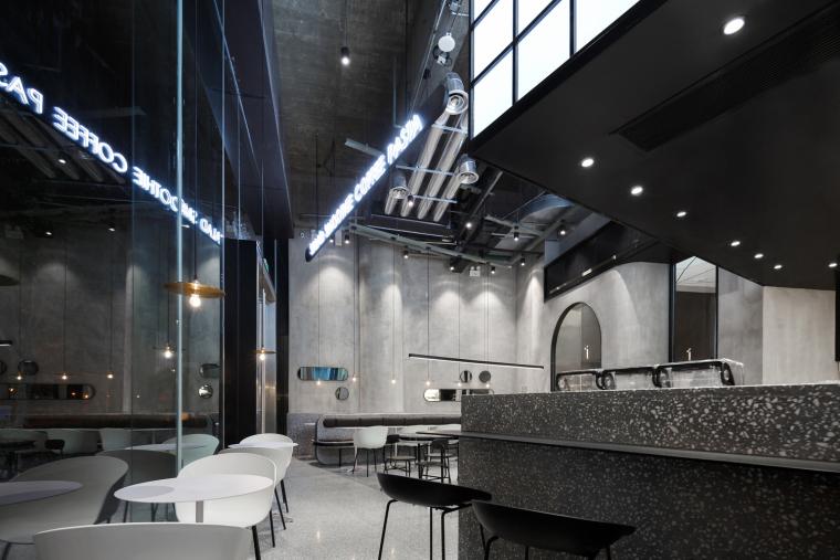 武汉逆时针旋转的盒里轻食餐厅室内实景图