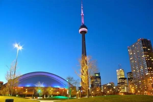 全球50个地标性建筑,认识10个就算你合格!-CN塔(加拿大·多伦多).jpg