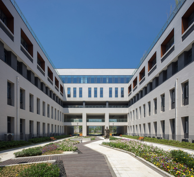 023-on-the-water-side-medical-college-building-of-jiangnan-university-china-by-tjad