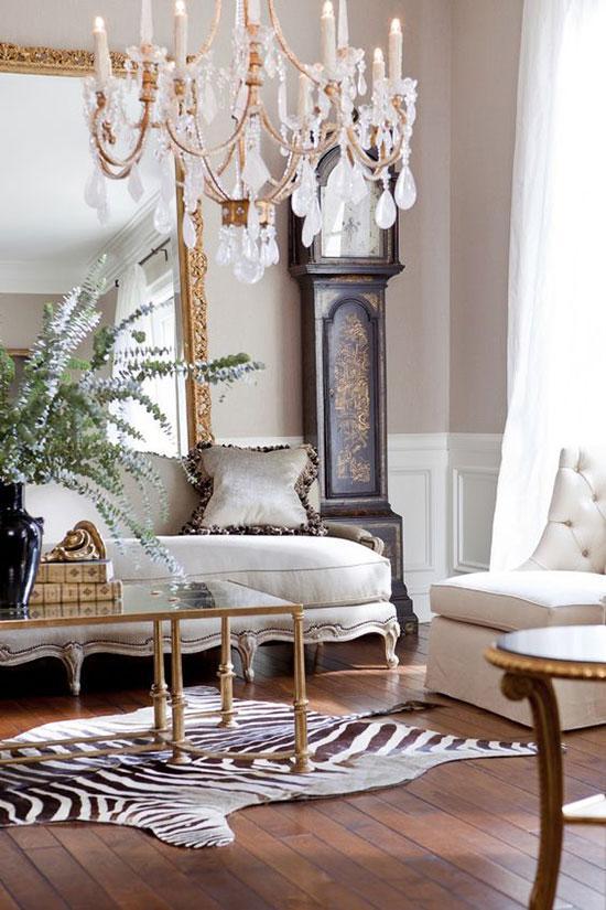 在家居搭配中,时尚斑马纹打造复古潮家居。