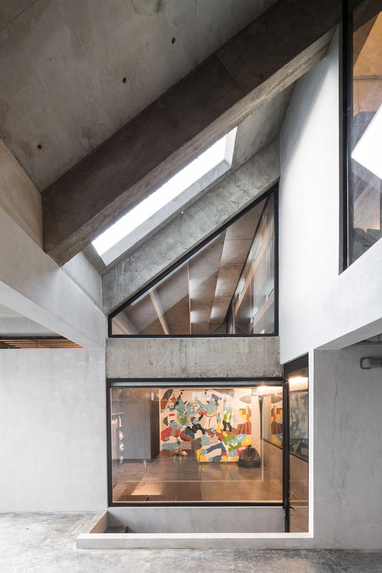 泰国设有阶梯式屋顶露台Fuzzy住宅-8