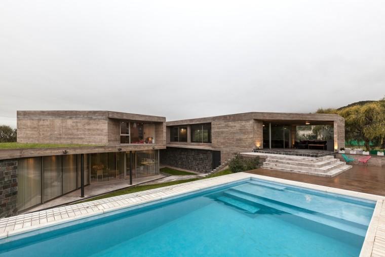 阿根廷混泥土石材的斜坡住宅