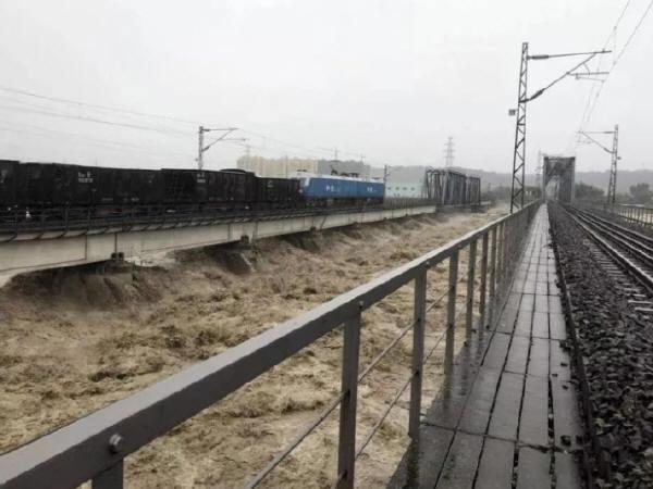 """公路桥梁防汛防洪,不止""""火车压桥""""这么简单"""