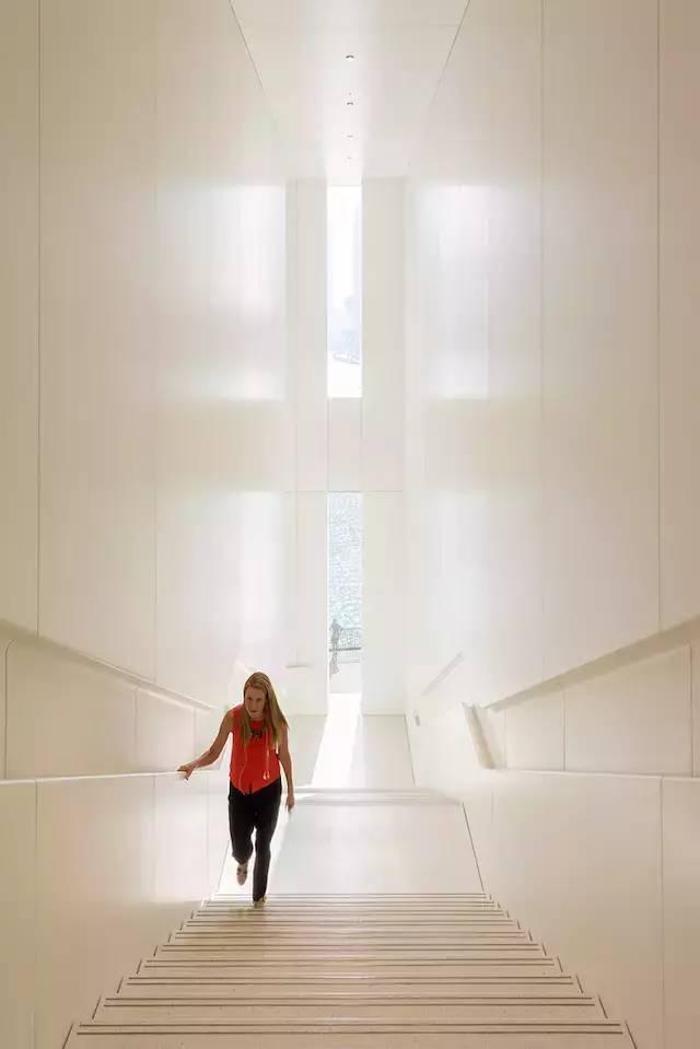 """苹果最新米兰旗舰店设计,被誉为""""欧洲最美苹果店""""_33"""