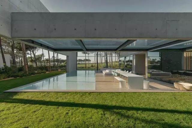 把屋顶设计成空中泳池,只有鬼才,才敢如此设计!_11