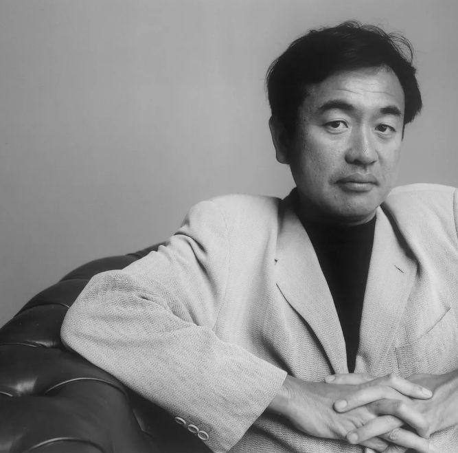 打败扎哈!日本66岁设计师,每天睡4小时!曾被赶出东京,现逆袭
