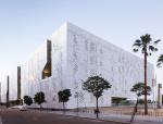 法院巨大的体量下,光与影的诗歌 / Mecanoo architecten