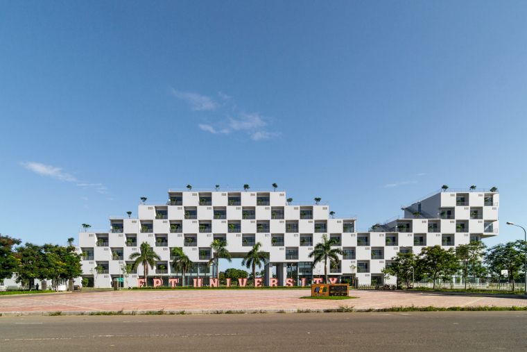 越南FPT大学行政楼