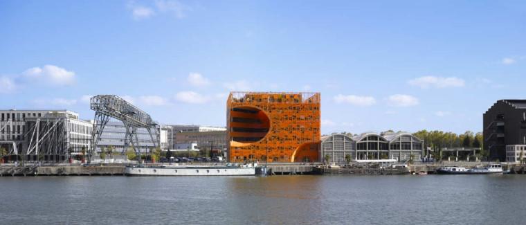 建筑的几何机变演绎,橙色立方体中的曲面球体:里昂文化中心