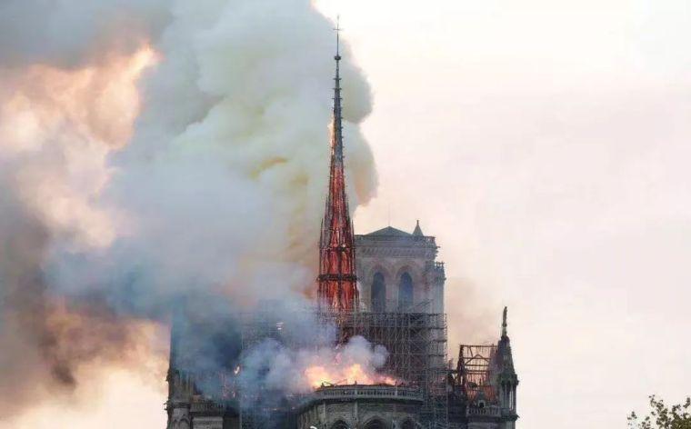 850年的巴黎圣母院顷刻烧毁,可我还没来得及去看看...