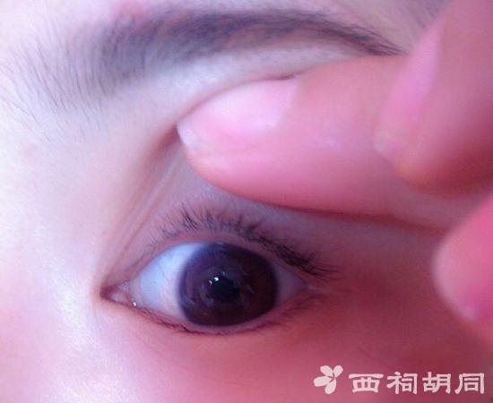 内双怎么画眼线图解 3分钟教你变大双眼的技巧
