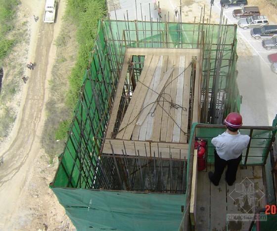 U型桥台扩大基础桥图片资料下载-[福建]新建普通公路(含连接线)桥梁工程施工标准化指导92页(附样板图片)