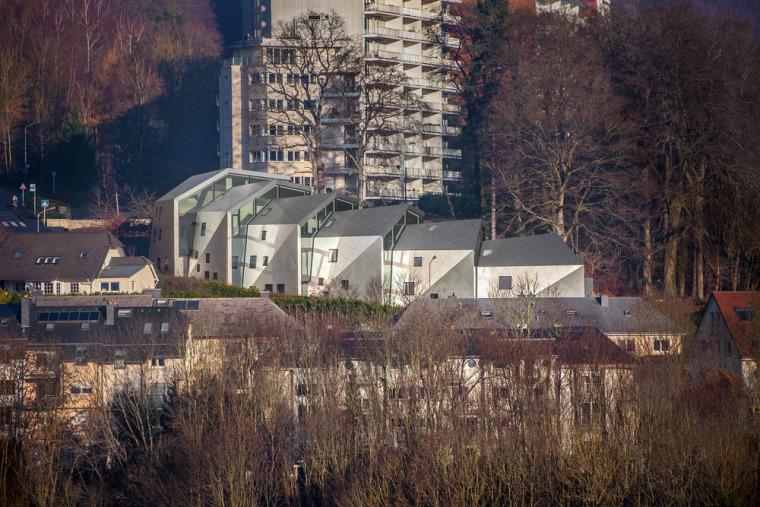 卢森堡山地上的集合住宅-2
