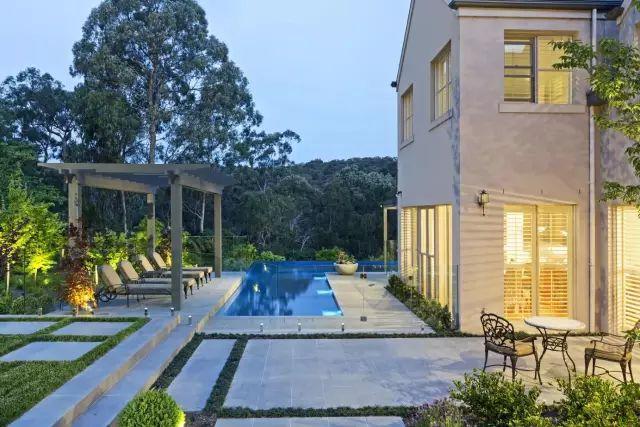 赶紧收藏!21个最美现代风格庭院设计案例_123