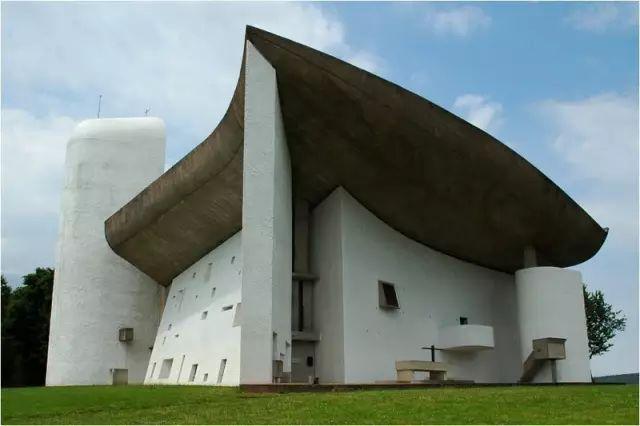 朗香教堂   柯布西耶