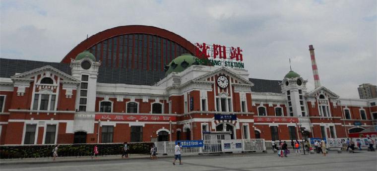 中国沈阳火车站,跟日本东京火车站惊人相似