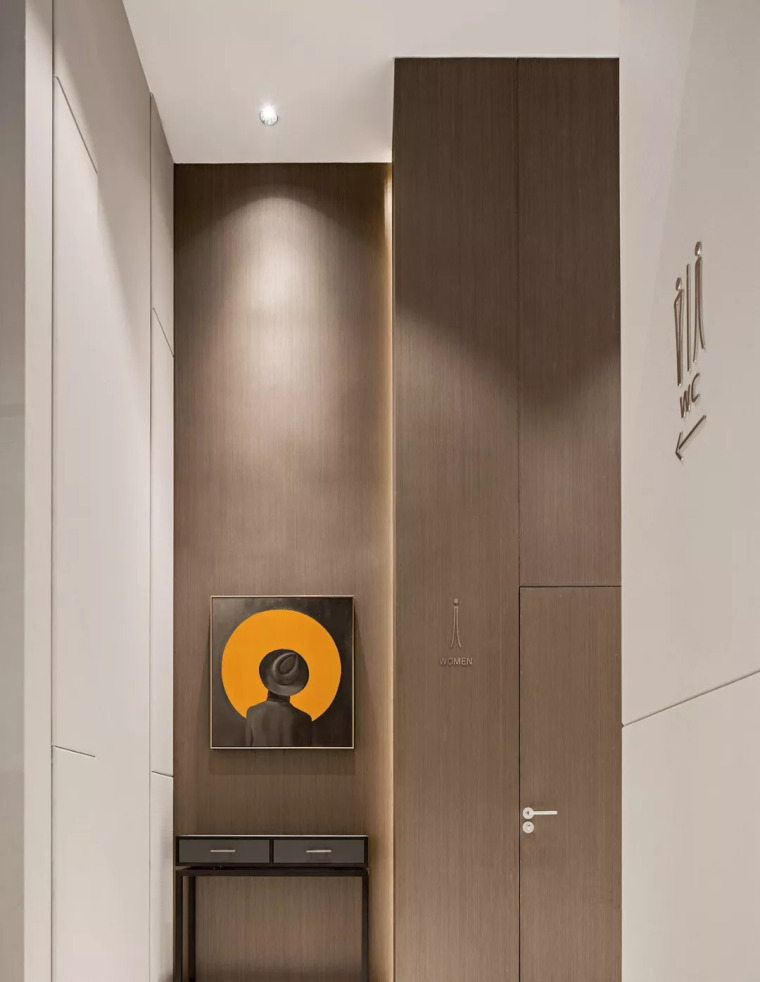 精致材料和简洁配饰,打造出低调素雅的空间_22