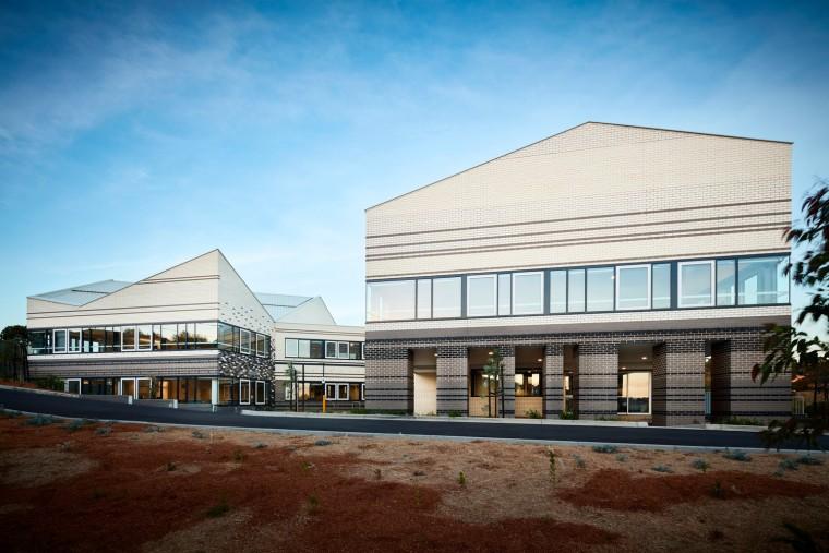 澳大利亚用几何图案构成Baptcare社区中心