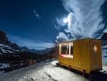 2000米山顶的创意发光小屋