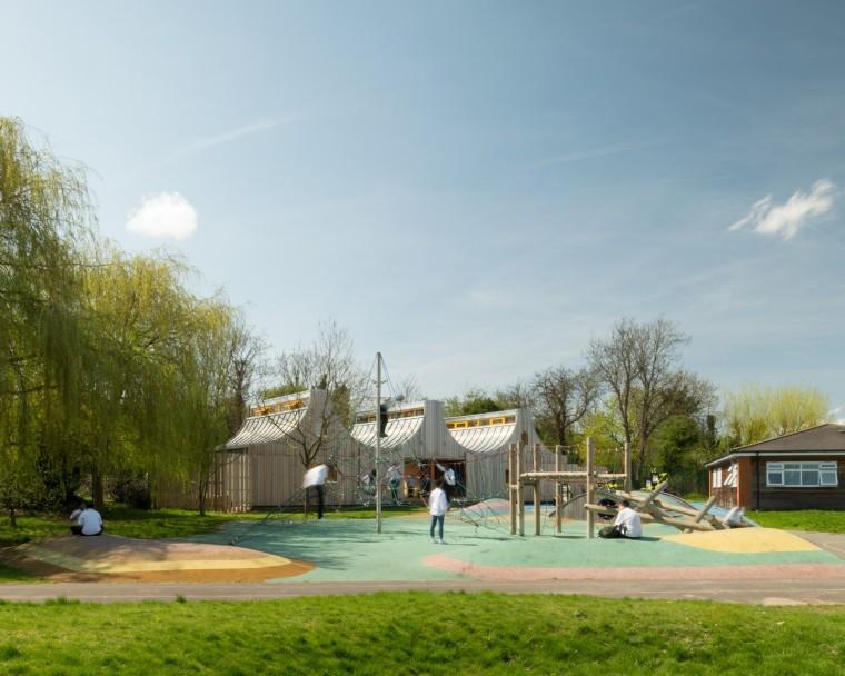 连接学校和草场的神奇滑动门