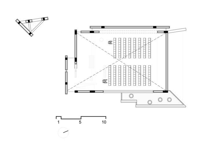 白色的圣塞西莉亚社区教堂-21