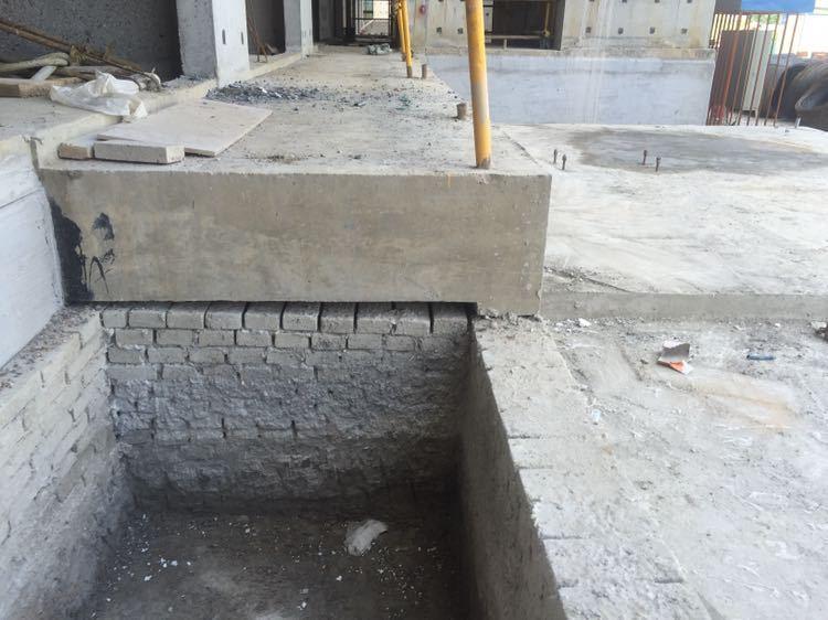 施工现场人货梯基础浇筑有沉降怎么办?