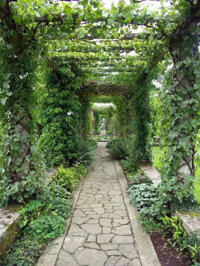 在园林景观设计中、不可缺的廊架设计
