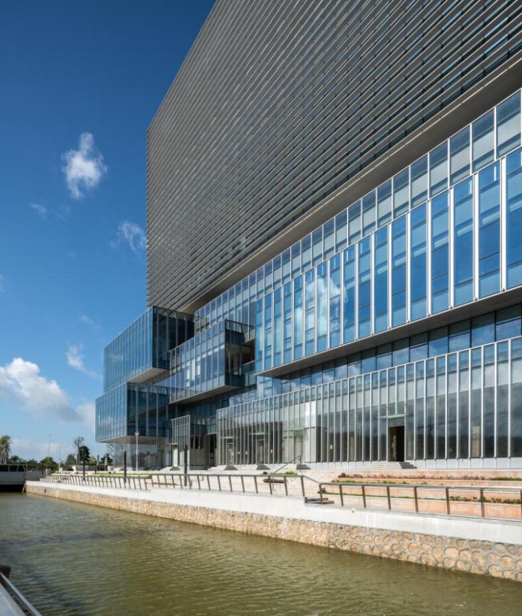 珠海天圆地方概念的医药科技产业园总部大楼-8