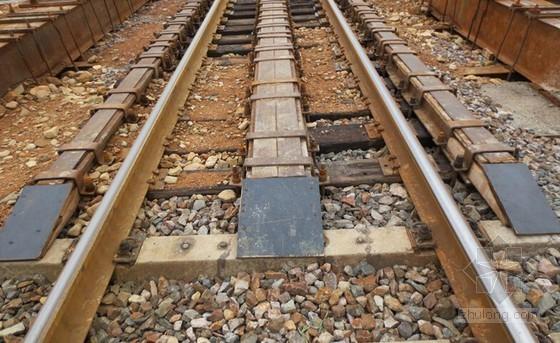 [辽宁]穿越京哈铁路22米宽顶进防护框构涵工程施工组织设计112页