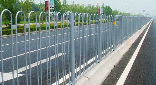 道路机非隔离护栏