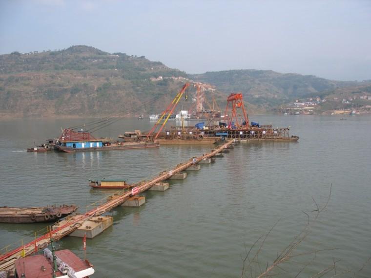 长江大桥双塔双索面斜拉桥深水基础施工技术