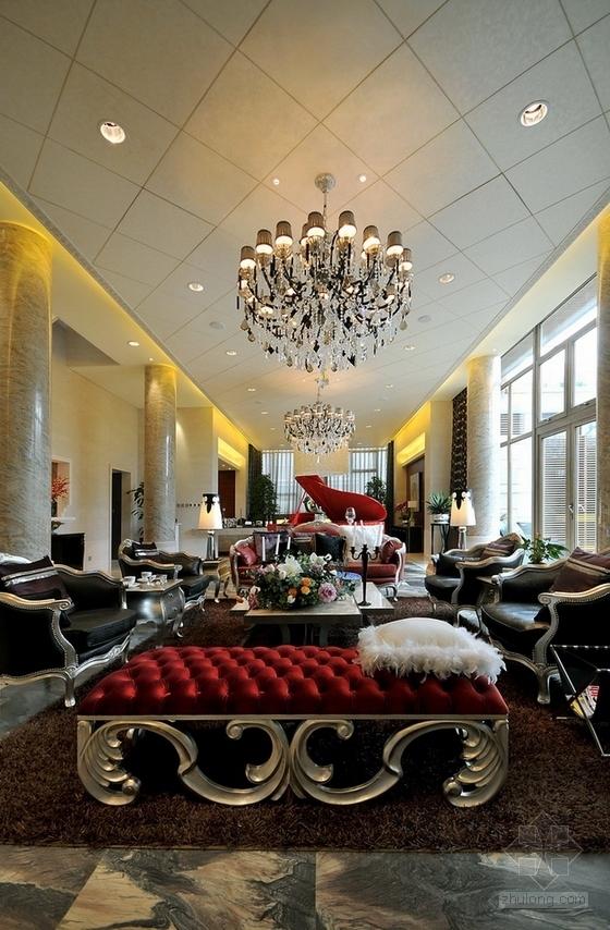 [北京]古典欧式主义两层别墅设计装修图(含实景)客厅实景图